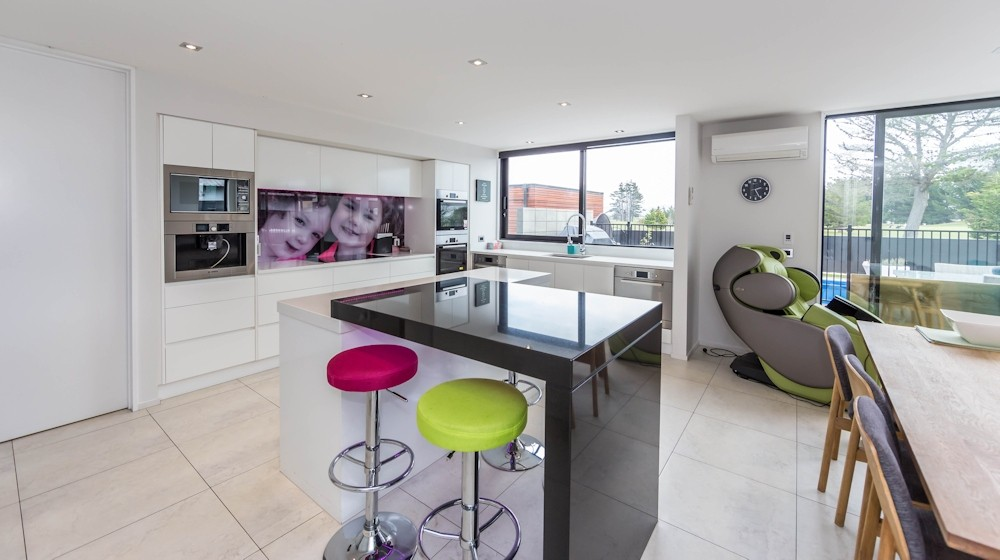 Family Home overlooking Golf Course in North Brighton - kitchen